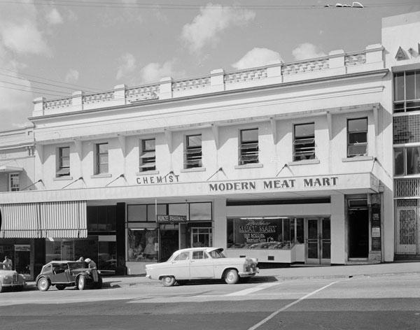 1954-Heiner-and-Versace-Brisbane-Street
